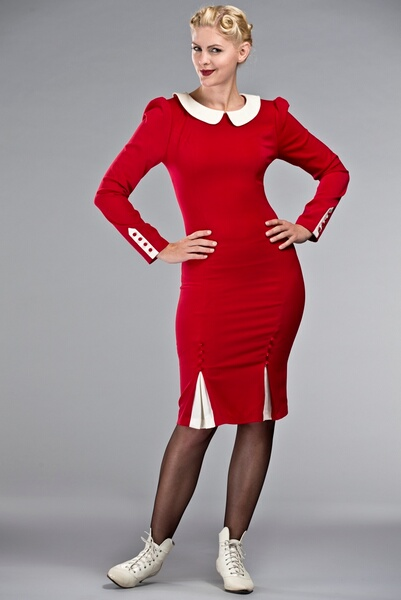 Robe rouge col claudine blanc