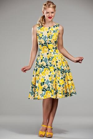 c0aea3f4140 Mode années 60 - - Robe retro chic fleurs Doll J jupe ample et plis